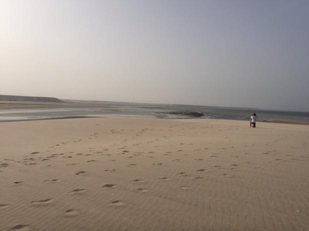 """Entre sable et océan, la baie de Dakhla est un """"spot"""" prisé des amateurs de kite-surf © PG"""