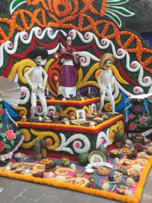 Un autel du souvenir dans la rue - DR : J.-P.C.