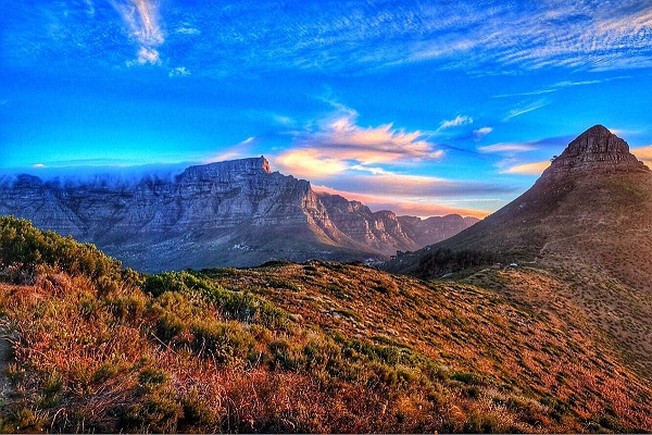 Les montagnes dans la région du Cap peuvent être dangereuses en raison des incendies - Crédit photo : Compte Twitter @AfriqueduSud