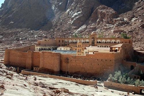Le Monastère Sainte-Catherine est à 2 heures et demie du complexe, au cœur du Sinaï