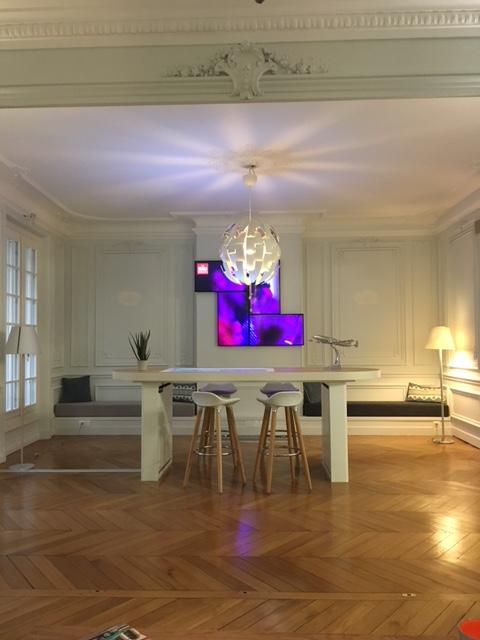L'espace cosy est équipé d'une table digitale et de casque de réalité virtuelle. - DR