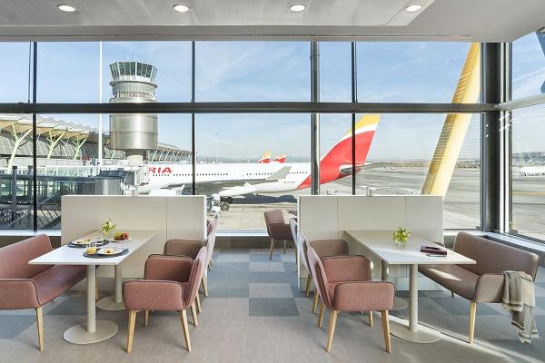 Le nouveau salon offre une vue imprenable sur les pistes - Crédit photo : Iberia