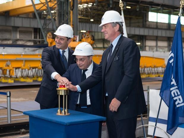 Gianni Onorato (P-DG de MSC Croisière), Giuseppe Bono (P-DG de Fincantieri) et Pierfrancesco Vago ( directeur exécutif de MSC Croisières) lors de la livraison du MSC Seaside - Crédit photo : MSC Croisières