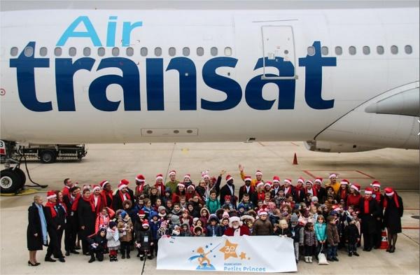 Air Transat embarque 50 petits princes et princesses de  l'Association Petits Princes pour partir la recherche du Père Noël - DR