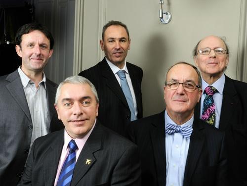 De gche à dte et de bas en haut : Frédéric Battut, Francis Reversé, Philippe Merlhiot, Frédéric Baudon et Jacques Maillot.