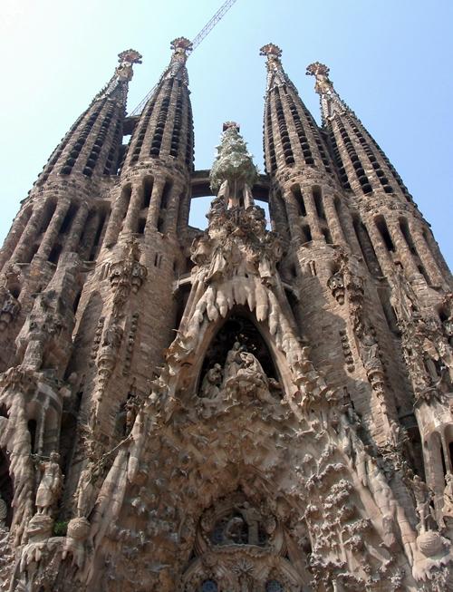 Les grandes villes espagnoles comme Barcelone (ph. Sagrada Familia) Madrid, Malaga ou encore Valence sont désormais des city breaks de plus en plus appréciées par les voyageurs...