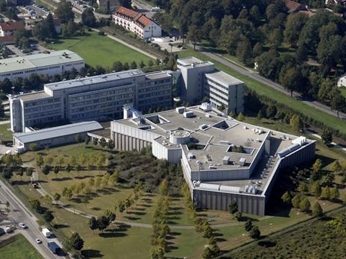 L'Amadeus Data Center de Erding en Allemagne recense 500 compagnies, sert 95,000 agences de voyages et délivre quasiment un demi-milliards de net bookings chaque année