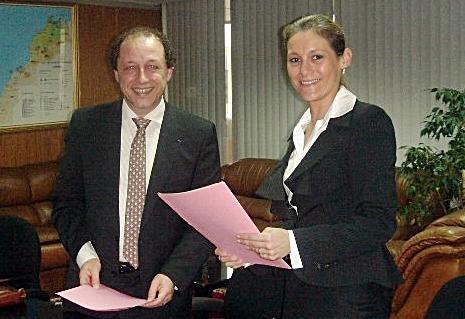 Mme Hynd Chikli, Secrétaire Générale du Département du Tourisme du Maroc et Philippe François, créateur d' ECORISMO ®, lors de la signature du protocole de partenariat