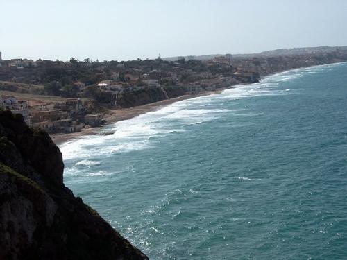 La côte dans la région d'Oran offre des paysages sauvages et saisissants