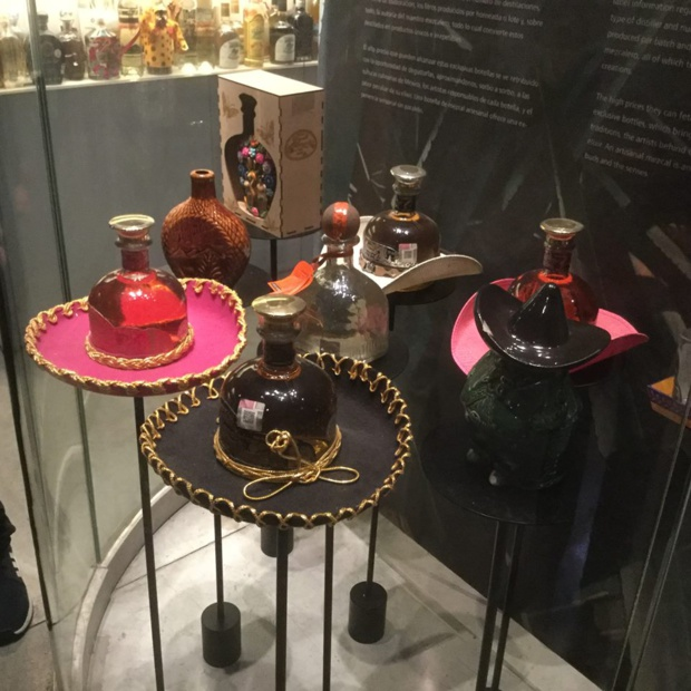 Sombreros et tequilas: deux symboles du Mexique. DR. JP C