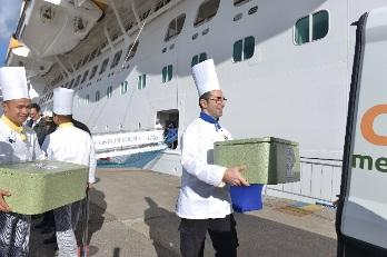 Escale de Savone. Lutte contre le gaspillage alimentaire en partenariat avec la Banque Alimentaire d'Italie. Les repas non servis le vendredi soir sont réfrigérés et distribués le samedi matin à une association caritative. Crédit Costa.