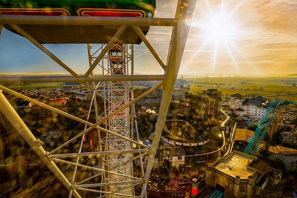 """Le grand huit """"Eurosat"""" proposera en 2018 une expérience supplémentaire en réalité virtuelle - Crédit photo : Europ-Park"""
