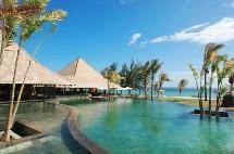,« Seven Colours », un village novateur de 3000 m2 proposant 20 salles de soins dont 2 kiosques sur la plage.