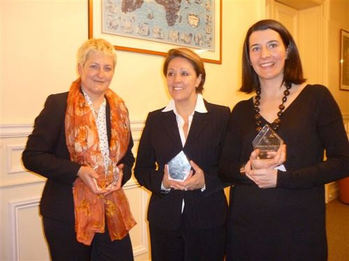 La lauréate Viviane Duminy avec les deux finalistes, Maider Lacunza et Claudia Terrade