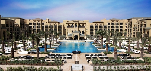 Mazagan Beach Resort, station du plan Azur développée par le groupe sud-africain Kerzner en partenariat avec des institutionnels marocains comprend un hôtel de 500 chambres, 11 restaurants, une piscine, un spa, un casino et un golf signé Gary Player.
