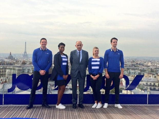 Jean-Marc Janaillac, PDG d'Air France - KLM avec les hôtesses et stewards de Joon - photo Twitter