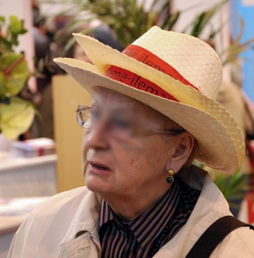 À 12h00, près d'une personne sur quatre arpentait les allées coiffée d'un chapeau aux couleurs de la destination