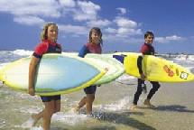 Les filles et le surf surf la plage...bientôt une image du passé ?