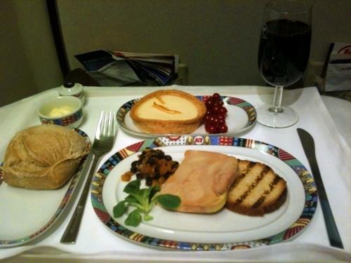Le ''plateau'' est plutôt sympa avec en entrée foie gras et un choix de 3 plats principaux : quasi de veau ou filet de poulet sauté ou riz basmati à l'aneth