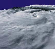 Dimanche, le typhon Nabi s'était abattu sur l'archipel d'Okinawa, à l'extrême sud du Japon, provoquant des vagues de près de dix mètres de haut et privant d'électricité des centaines d'îliens. Des pointes de vent de 180 km/h ont été enregistrée