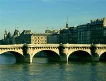 Ile-de-France : l'activité touristique marque le pas en août