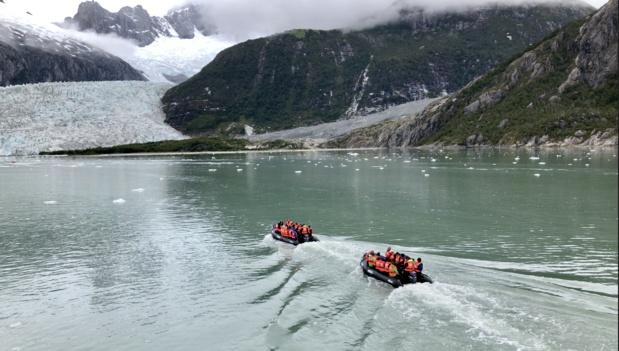 """II. """"Ventus Australis"""" : des hommes, des glaciers et des manchots du bout du monde"""