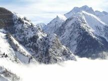 Le samedi, la FFCAM invite les bénévoles à participer au nettoyage de 25 sites naturels dans toute la France, pour rendre à la montagne, à l'issue de la saison estivale et avant l'hiver, son aspect originel.