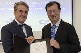 Alexandre de Juniac, directeur général et PDG de l'IATA, et Kevin Shum, directeur général de la CAAS - DR