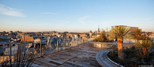 La superbe terrasse panoramique du Holiday Inn Paris Notre Dame