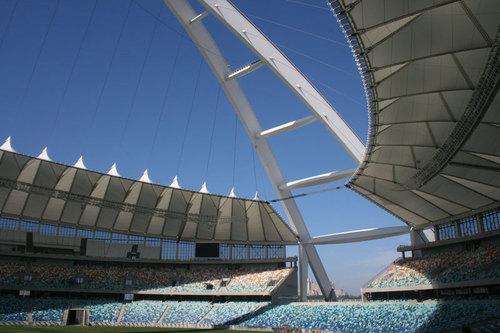 Le magnifique nouveau stade de Durban, avec son arche impressionnante sur laquelle circule un funiculaire. Photo JB