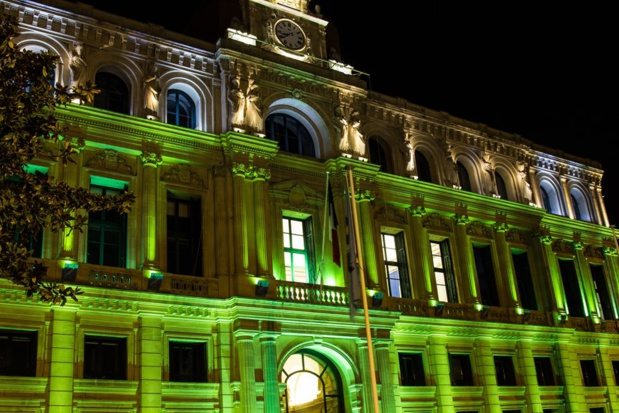 20 sites qui s'habilleront en vert dès la tombée de la nuit les vendredi 16 et samedi 17 mars pour célébrer l'Irlande et la St Patrick!. Ici l'Hôtel de Ville de Cannes. Photo OT.