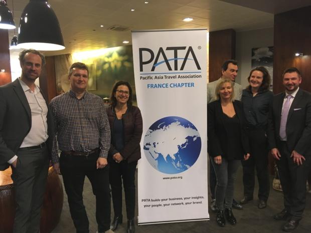 A gauche, Guillaume Linton, président de PATA France avec le bureau de l'association, Chris Crampton, président de PATA UK et Sébastien Cron de Forwardkeys. - CL