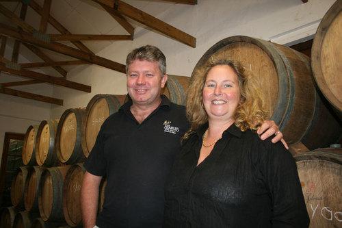 T. et J. Van Nickerk étaient présents à Indaba mais c'est dans leur cave de Stables Wine prés de Nottingham Road qu'ils ont reçu les représentants des médias - Photo JB