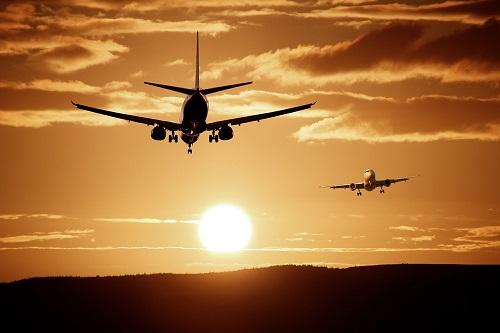 La FNAM et l'UAF saluent dans un communiqué de presse commun, la mesure annoncée par la ministre des Transports Elisabeth Borne de réduire le montant de la majoration de la taxe d'aéroport - photo ThePixelman  Pixabay