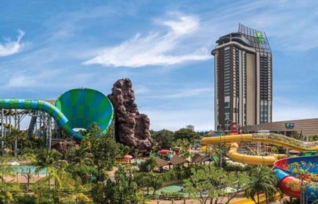 Le Holiday Inn surplombe water park de la station balnéaire de Huan Hin - DR : IHG