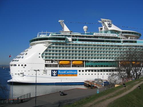 Le plus gros navire qui abordera Cannes cette année sera l'Independence of the Seas, de la Ce Royal Caribbean, (339 mètres) qui transporte 4 400 passagers