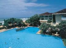 L'hôtel Triton à Ahungalle, sur la côte sud de l'île, réouvrira en janvier 2006 après 8 millions de USD de rénovations.