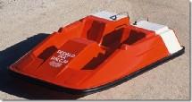 Dans les engins nautiques à pédales, nous avons ici le pédalo®ixa®. Mais il y a aussi des pédalo®pagaies, des pédalo®canoés, des pédalo®kayaks et des pédalo®gilets...