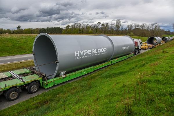 Arrivée des premiers tubes d'Hyperloop en France - Crédit photo : Hyperloop