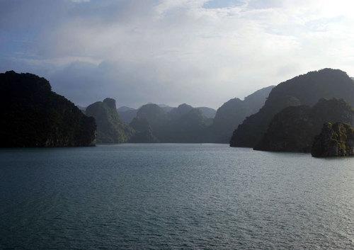 Le site, composé de 1.900 îlot calcaires, est grandiose