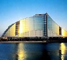 Le Jumeirah Beach Hôtel à Dubaï.