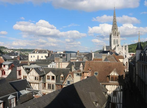 Du centre ancien aux bords de Seine, le patrimoine de cette ville s'offre aux cyclistes, depuis les édifices médiévaux jusqu'aux réalisations fluviales contemporaines - DR : J.-F.R.
