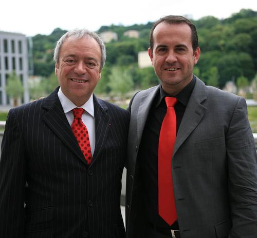 Gérard Perissin Fabert, nouveau Président (à gauche sur la photo) et Hervé Saulignac, Président sortant de Rhône Alpes Tourisme