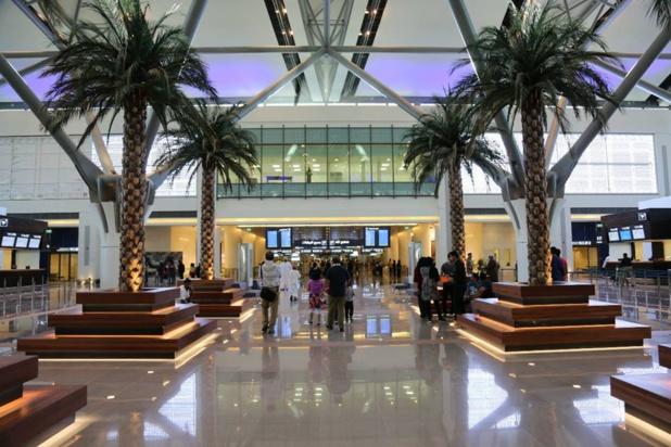 Sols de marbre, murs végétaux, 86 comptoirs d'enregistrement ultra-modernes, 40 portes d'embarquements... : tout est pensé pour faciliter la vie du voyageur © Oman Air