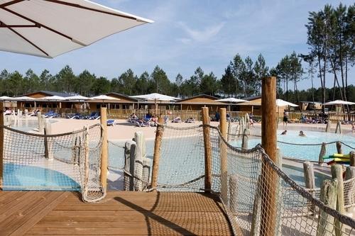 La piscine à vagues du Framissima. Construite pour imiter la plage, un peu loin du village.©J. Sierpinski
