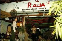 D'après la police indonésienne, trois bombes ont été utilisées. Deux bombes ont explosé dans deux restaurants différents le long de la plage de Djimbaran.