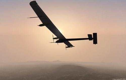 Solar Impulse : l'avion solaire effectue un vol de 26h