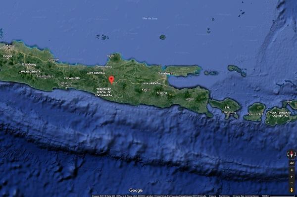 Surabaya est situé à l'est sur l'île de Java - Crédit photo : Google Maps