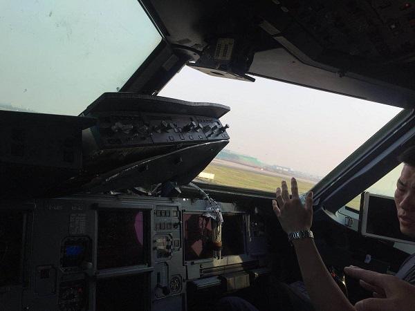 Explosion de la vitre d'un cockpit d'un Airbus de Sichuan Airlines  - Crédit photo : compte Twitter @ChinaAvReview