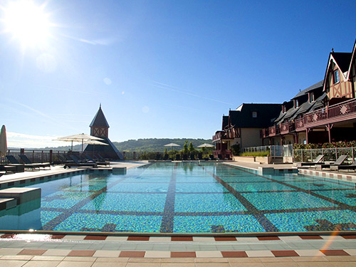 Pierre & Vacances compte plus de 60 résidences et résidences premium à la montagne et plus de 200 résidences, résidences premium et villages à la mer - DR P&V